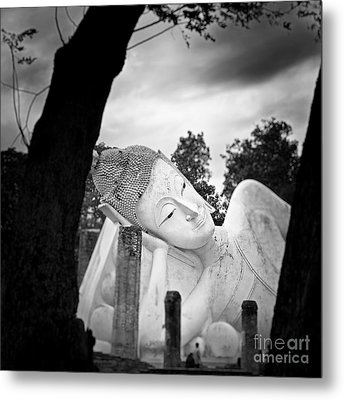 Reclining Buddha  Metal Print by Pornsak Na nakorn
