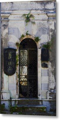 Recoleta Door Metal Print by Rob Tullis
