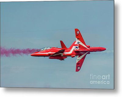 Metal Print featuring the photograph Red Arrows Crossover by Gary Eason