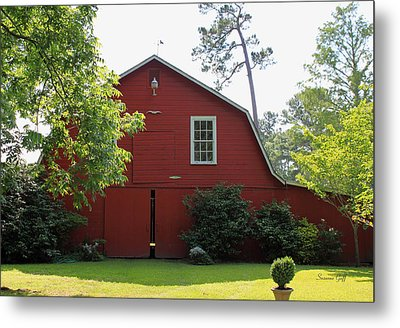 Red Barn Metal Print by Suzanne Gaff