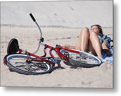 Red Bike On The Beach Metal Print by Rob Hans