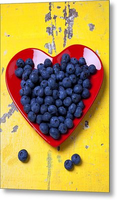 Red Heart Plate With Blueberries Metal Print by Garry Gay