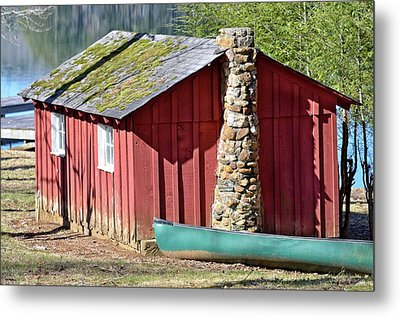 Red Shed And Canoe Metal Print by Susan Leggett