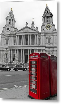 Red Telephone Boxes In London Metal Print by Gary Eason