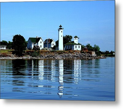 Reflections At Tibbetts Point Lighthouse Metal Print