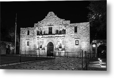 Remembering The Alamo - Black And White Metal Print