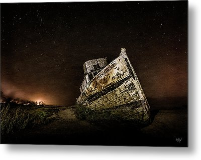 Metal Print featuring the photograph Reyes Shipwreck by Everet Regal