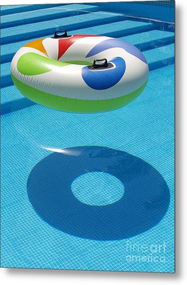 Metal Print featuring the photograph Ring In A Swimming Pool by Michael Canning