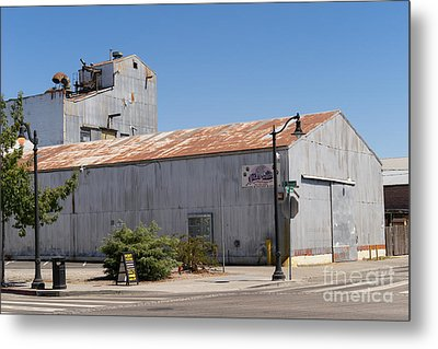 River Town Feed And Pet Country Store In Petaluma California Usa Dsc3840 Metal Print by Wingsdomain Art and Photography