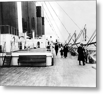 Rms Titanic, Which Sank After Hitting Metal Print by Everett