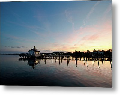 Metal Print featuring the photograph Roanoke Marshes Lighthouse At Dusk by David Sutton