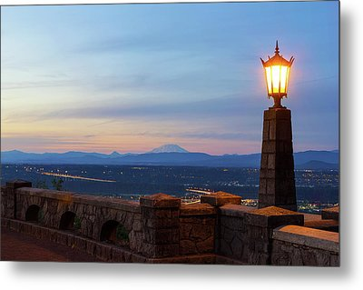 Rocky Butte Viewpoint At Sunset Metal Print by David Gn