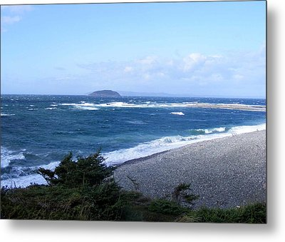 Metal Print featuring the photograph Rough Day On The Point by Barbara Griffin