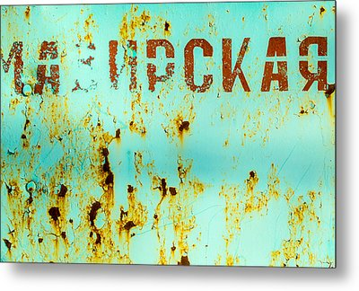Rust On Metal Russian Letters Metal Print by John Williams