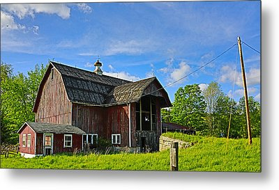 Metal Print featuring the photograph Rustic Barn In The Catskills by Paula Porterfield-Izzo