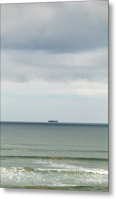 Metal Print featuring the photograph Sailing The Horizon by Linda Lees