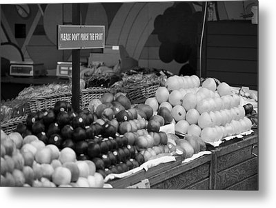 San Francisco Fruit Stand Bw Metal Print by Frank Romeo
