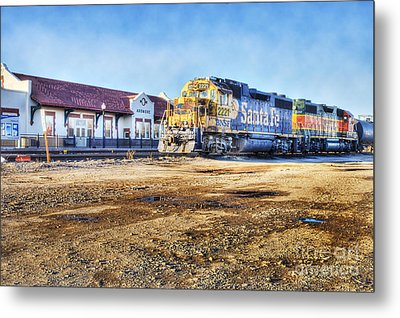 Metal Print featuring the photograph Santa Fe Train In Ardmore by Tamyra Ayles