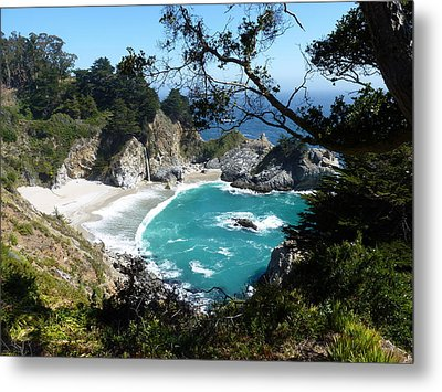 Secluded Mcway Cove In California's Julia Pfeiffer Burns State Park Metal Print by Carla Parris