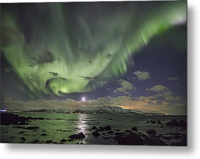 Setting Moon And Aurora Metal Print