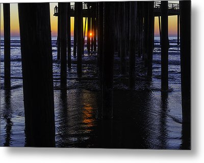 Setting Sun Pismo Beach Metal Print by Garry Gay