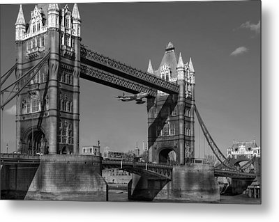 Metal Print featuring the photograph Seven Seconds - The Tower Bridge Hawker Hunter Incident Bw Versio by Gary Eason