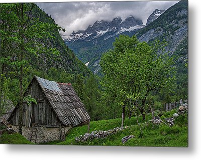 Metal Print featuring the photograph Shed In The Pass by Stuart Litoff