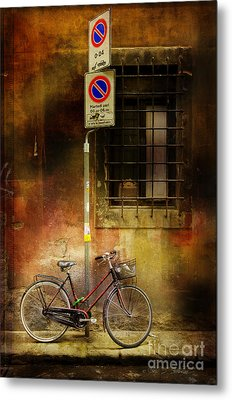 Metal Print featuring the photograph Siena Bicycle by Craig J Satterlee