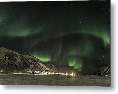 Metal Print featuring the photograph Siglufjordur by Frodi Brinks