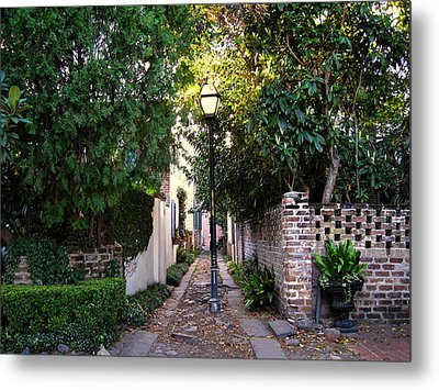 Small Lane In Charleston Metal Print by Susanne Van Hulst