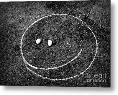 Metal Print featuring the photograph Smiley - Chalk N Eggs by Aimelle