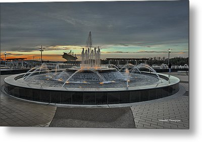Smothers Park Fountain Metal Print by Wendell Thompson
