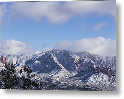 Snow Rim Metal Print by Laura Pratt