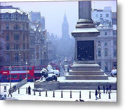 Snowfall Invades London Metal Print by Christopher Robin