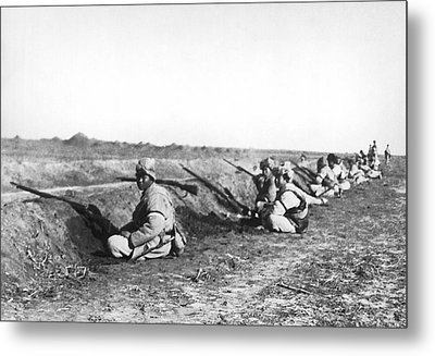 Soldiers At Tientsin Beseiged Metal Print by Underwood Archives