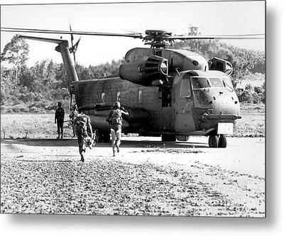 Soldiers Run To A Hh-53c Helicopter Metal Print by Stocktrek Images
