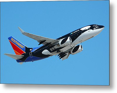 Southwest Boeing 737 Shamu At Sky Harbor April 13 2006 Metal Print by Brian Lockett