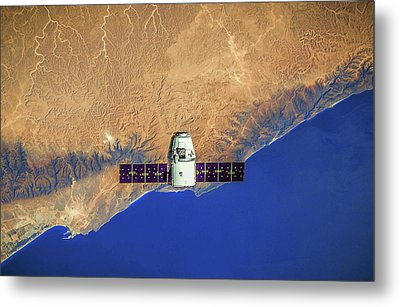 Spacecraft In Space Metal Print by Leonardo Digenio