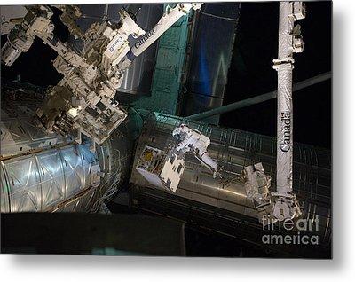 Spacewalk On Iss Metal Print by NASA/Science Source