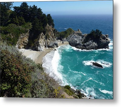 Spectacular Mcway Falls In Julia Pfeiffer Burns State Park Metal Print by Carla Parris