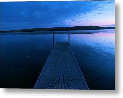 Springbrook Lake At Dawn Metal Print by Jeff Swan