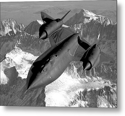 Sr-71 Blackbird Flying Metal Print