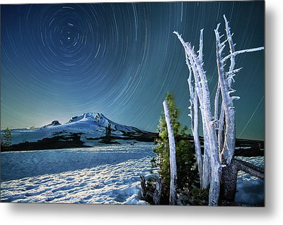 Star Trails Over Mt. Hood Metal Print by William Lee