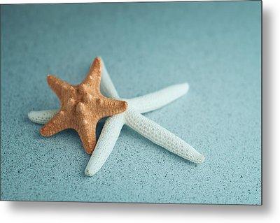 Starfish On Aqua Metal Print by Tom Mc Nemar