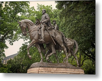 Statue Of General Robert E Lee On His Horse Traveller  Metal Print by Mountain Dreams
