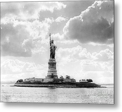 Statue Of Liberty, 1905 Metal Print by Science Source
