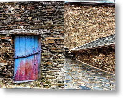 Metal Print featuring the photograph Stone By Stone by Edgar Laureano