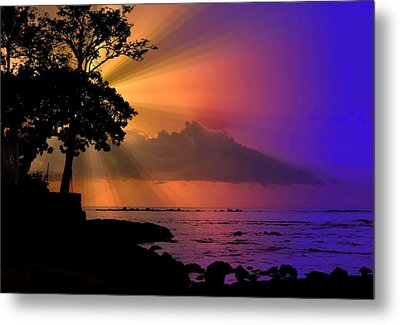 Metal Print featuring the photograph Sun Rays Sunset by Lori Seaman