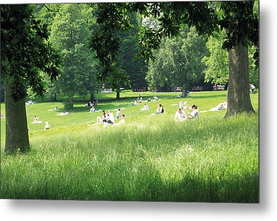 Sunday Afternoon At Waterlow Park Metal Print by Helga Novelli