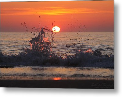 Sunrise And Splashes Metal Print by Robert Banach